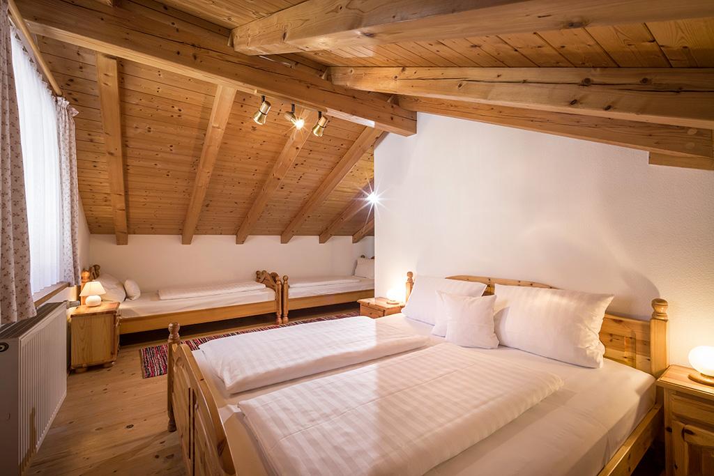 """Blick in das 4er Schlafzimmer der Ferienwohnung """"Im Zuhaus"""""""