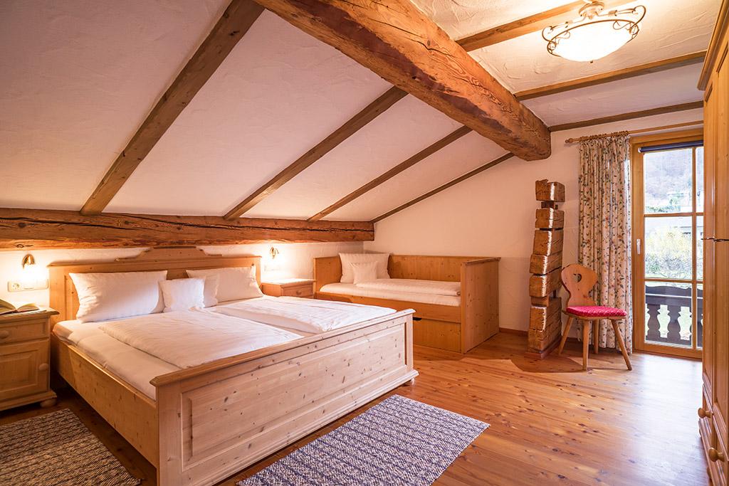 Schlafraum in 4-Sterne Ferienwohnung in Bayern